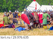 "Купить «Russia, Samara, August, 2018: Group battles of the system on the system, meetings of fighters. Military history festival ""Military case"".», фото № 29976635, снято 5 августа 2018 г. (c) Акиньшин Владимир / Фотобанк Лори"