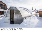 Купить «Заметённая снегом теплица из поликарбоната на даче. Бердск, Новосибирская область, Западная Сибирь, Россия», фото № 29977215, снято 16 февраля 2019 г. (c) Евгений Мухортов / Фотобанк Лори