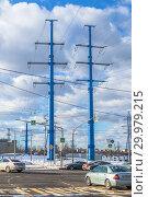 Купить «Синие металлические опоры линии электропередачи. Москва», фото № 29979215, снято 17 февраля 2019 г. (c) Владимир Сергеев / Фотобанк Лори