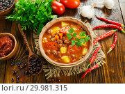 Купить «Суп из красной фасоли с помидорами», фото № 29981315, снято 3 октября 2018 г. (c) Надежда Мишкова / Фотобанк Лори