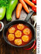 Купить «Фрикадельки с кабачком и морковью в сковороде», фото № 29981331, снято 22 октября 2018 г. (c) Надежда Мишкова / Фотобанк Лори