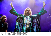 Купить «The Darkness performing live on stage at the O2 Guildhall Southampton in Southampton, Hampshire. Featuring: The Darkness, Justin Hawkins Where: Southampton...», фото № 29989667, снято 23 ноября 2017 г. (c) age Fotostock / Фотобанк Лори