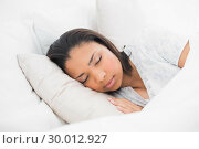 Купить «Peaceful young dark haired model sleeping in her bed», фото № 30012927, снято 14 июня 2013 г. (c) Wavebreak Media / Фотобанк Лори