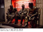 Гипсовый макет «Сталин, Рузвельт и Черчилль на Ялтинской конференции» (2017 год). Редакционное фото, фотограф Иван Карпов / Фотобанк Лори