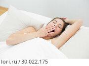 Купить «Woman yawning in bed with eyes closed», фото № 30022175, снято 10 июля 2013 г. (c) Wavebreak Media / Фотобанк Лори