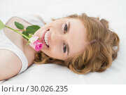 Купить «Pretty young woman resting in bed with rose», фото № 30026235, снято 31 июля 2013 г. (c) Wavebreak Media / Фотобанк Лори