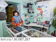 Купить «Russia Samara January 2017: Beautiful mature saleswoman greets customers in the store.», фото № 30087267, снято 26 января 2017 г. (c) Акиньшин Владимир / Фотобанк Лори