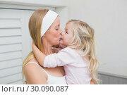 Happy mother and daughter hugging. Стоковое фото, агентство Wavebreak Media / Фотобанк Лори