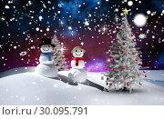 Купить «Composite image of christmas tree and snowmen», фото № 30095791, снято 28 августа 2014 г. (c) Wavebreak Media / Фотобанк Лори