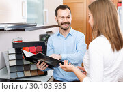 Купить «Competent seller consulting female customer in store of kitchen furnishing and appliances», фото № 30103935, снято 11 апреля 2018 г. (c) Яков Филимонов / Фотобанк Лори