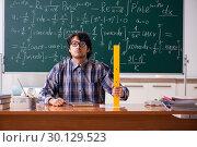Funny male math teacher in the classroom. Стоковое фото, фотограф Elnur / Фотобанк Лори