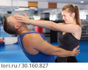 Купить «Sport girland her trainer are exercise kick in gym», фото № 30160827, снято 21 августа 2017 г. (c) Яков Филимонов / Фотобанк Лори
