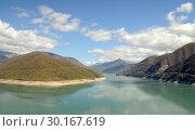 Купить «Грузия. Жинвальское водохранилище на реке Арагви», фото № 30167619, снято 6 октября 2018 г. (c) Рябков Александр / Фотобанк Лори