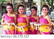Бали. Индонезия. Индонезийский традиционный танец (2018 год). Редакционное фото, фотограф Галина Савина / Фотобанк Лори