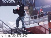 Купить «Сноубордист выступает на фестивале по экстремальному сноубордингу Stairs and Rails в Санкт-Петербурге», фото № 30175247, снято 23 февраля 2019 г. (c) Stockphoto / Фотобанк Лори