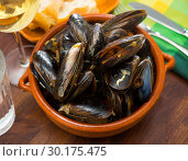 Купить «French dish - mussels with onion sauce», фото № 30175475, снято 22 марта 2019 г. (c) Яков Филимонов / Фотобанк Лори