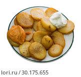 Купить «Patatas bravas with garlic mayonnaise and sauce», фото № 30175655, снято 16 декабря 2018 г. (c) Яков Филимонов / Фотобанк Лори