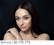 Young woman with beautiful nude makeup. Стоковое фото, фотограф Людмила Дутко / Фотобанк Лори