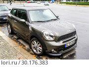 Купить «Mini Paceman», фото № 30176383, снято 10 сентября 2013 г. (c) Art Konovalov / Фотобанк Лори