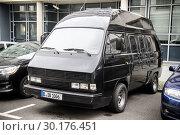 Купить «Volkswagen Transporter», фото № 30176451, снято 12 сентября 2013 г. (c) Art Konovalov / Фотобанк Лори