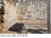 Купить «Комната отдыха в разрушающейся турецкой бане в городе Евпатории, Крым», фото № 30177415, снято 6 июля 2018 г. (c) Николай Мухорин / Фотобанк Лори