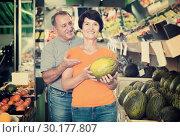 Купить «Adult man and his wife are choosing ripe melon», фото № 30177807, снято 22 октября 2017 г. (c) Яков Филимонов / Фотобанк Лори