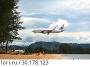 Купить «Malaysian Airlines landing on Phuket», фото № 30178123, снято 29 ноября 2016 г. (c) Игорь Жоров / Фотобанк Лори