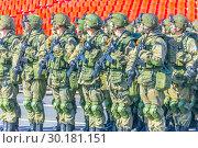 Купить «Russia Samara May 2018: Soldiers with automatic weapons.», фото № 30181151, снято 5 мая 2018 г. (c) Акиньшин Владимир / Фотобанк Лори