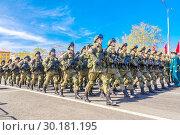 Купить «Russia Samara May 2018: Soldiers with automatic weapons.», фото № 30181195, снято 5 мая 2018 г. (c) Акиньшин Владимир / Фотобанк Лори