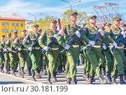 Купить «Russia Samara May 2018: Soldiers with automatic weapons.», фото № 30181199, снято 5 мая 2018 г. (c) Акиньшин Владимир / Фотобанк Лори