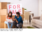 Купить «Young family offering house for sale and moving out», фото № 30197727, снято 21 сентября 2018 г. (c) Elnur / Фотобанк Лори