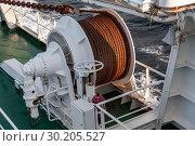 Bow anchor winch on ship deck. Стоковое фото, фотограф EugeneSergeev / Фотобанк Лори