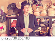 adult male shopping in botique and try on cylinder hat. Стоковое фото, фотограф Яков Филимонов / Фотобанк Лори