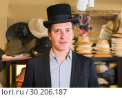 Купить «adult male shopping in botique and try on cylinder hat», фото № 30206187, снято 2 мая 2017 г. (c) Яков Филимонов / Фотобанк Лори