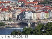 Купить «Прага, Чехия. Вид на Танцующий дом со смотровой башни на холме Петршин», фото № 30206495, снято 6 июня 2010 г. (c) Михаил Марковский / Фотобанк Лори