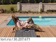 Купить «Senior man sleeping on a sun lounger in the backyard», фото № 30207671, снято 7 ноября 2018 г. (c) Wavebreak Media / Фотобанк Лори