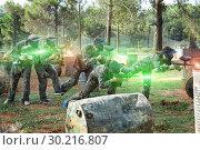 Купить «Paintball team running with marker guns», фото № 30216807, снято 22 сентября 2018 г. (c) Яков Филимонов / Фотобанк Лори
