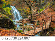 Postcard view of the waterfall Jur-Jur in the autumn season, the nature of the Crimea, Russia (2017 год). Стоковое фото, фотограф Константин Лабунский / Фотобанк Лори