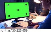 Купить «businesswoman with green screen on computer», видеоролик № 30225659, снято 20 августа 2019 г. (c) Syda Productions / Фотобанк Лори