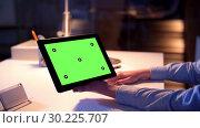 Купить «businesswoman with green screen on tablet pc», видеоролик № 30225707, снято 25 марта 2019 г. (c) Syda Productions / Фотобанк Лори