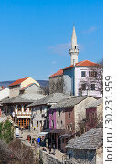 Mostar, Herzegovina-Neretva, Bosnia and Herzegovina. Old town seen from the Stari Most, or Old Bridge (2018 год). Редакционное фото, фотограф Николай Коржов / Фотобанк Лори