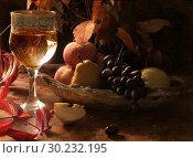 Купить «White wine and fruit», фото № 30232195, снято 7 октября 2009 г. (c) Марина Володько / Фотобанк Лори