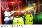 Купить «Parents and children playing laser tag in beams», фото № 30234735, снято 6 июня 2018 г. (c) Яков Филимонов / Фотобанк Лори