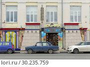Nizhny Novgorod, Russia. - June 27.2017. Striptease Club Heat on the Nizhnevolzhskaya Embankment. Редакционное фото, фотограф Владимир Петров / Фотобанк Лори