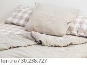 Купить «light linen bedclothes on bed», фото № 30238727, снято 25 февраля 2019 г. (c) Майя Крученкова / Фотобанк Лори