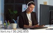 Купить «businesswoman in earphones with computer at office», видеоролик № 30242855, снято 28 февраля 2019 г. (c) Syda Productions / Фотобанк Лори