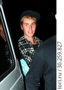 Купить «Justin Bieber takes his new 'fling' to Church Service in Beverly Hills», фото № 30259827, снято 5 октября 2017 г. (c) age Fotostock / Фотобанк Лори