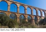 Купить «Roman aqueduct in city of Taragona in summer», фото № 30260915, снято 31 января 2018 г. (c) Татьяна Яцевич / Фотобанк Лори