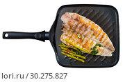 Купить «Delicious grilled bass with asparagus», фото № 30275827, снято 20 июля 2019 г. (c) Яков Филимонов / Фотобанк Лори