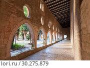 Купить «Cloister gallery of Monastery of Santa Maria de Santes Creus», фото № 30275879, снято 27 января 2019 г. (c) Яков Филимонов / Фотобанк Лори